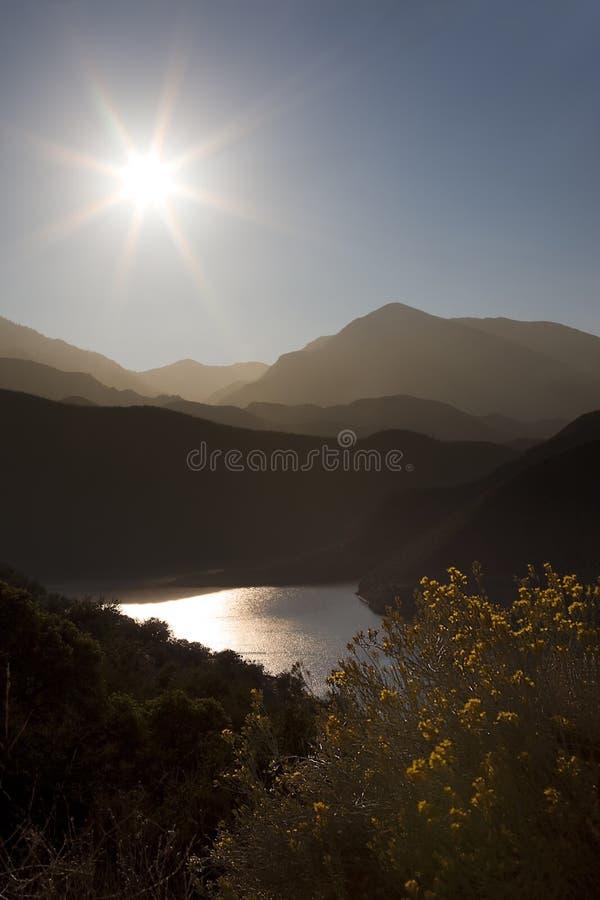 Sun e montanhas foto de stock royalty free