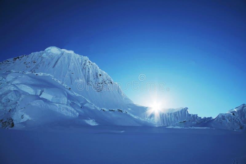 Sun e neve fotografia de stock royalty free