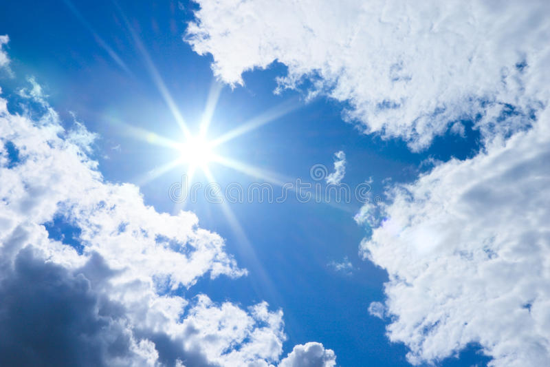 Sun e nubi immagine stock libera da diritti