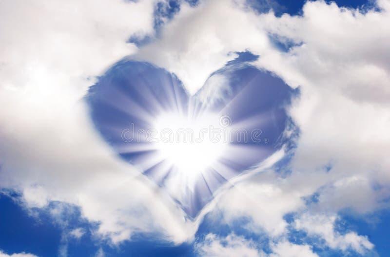 Sun e nuvens na forma do coração imagem de stock royalty free