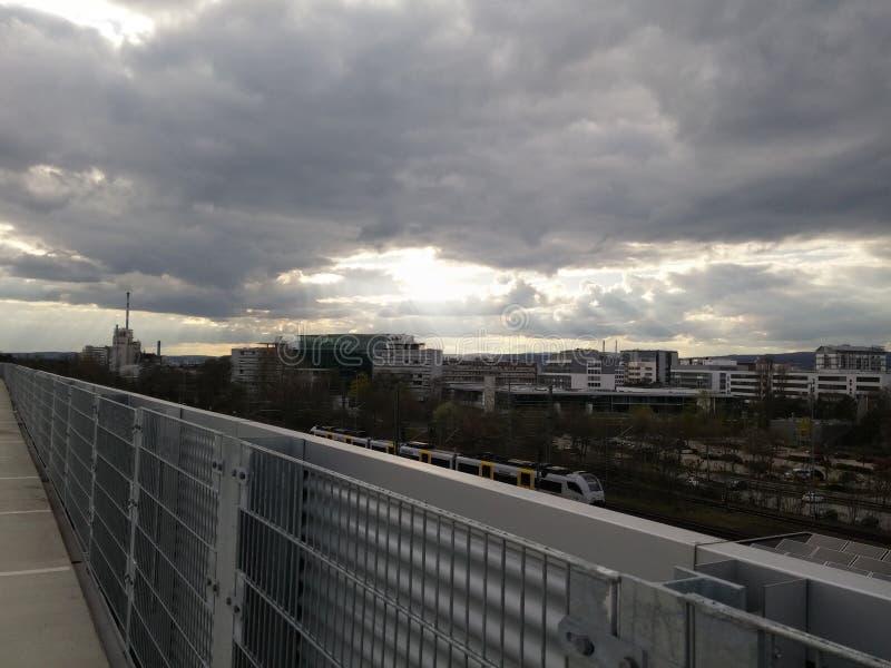 Sun e nuvole in Ingelheim immagine stock