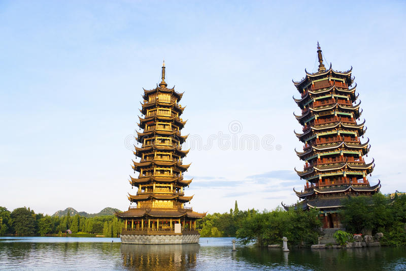 Sun e Pagodas della luna, Guilin, Cina fotografie stock