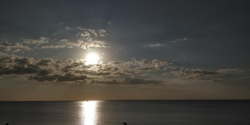 Sun e a praia foto de stock royalty free
