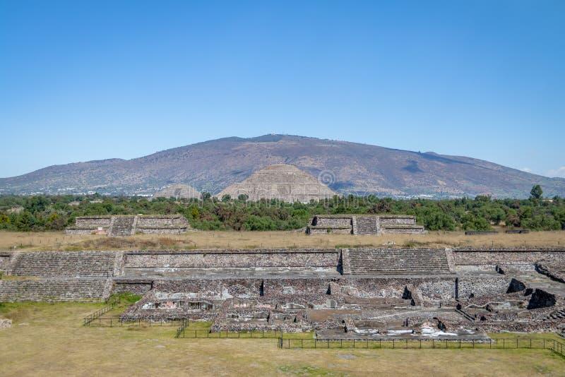 The Sun en Maanpiramides bij Teotihuacan-Ruïnes - Mexico-City, Mexico stock afbeelding