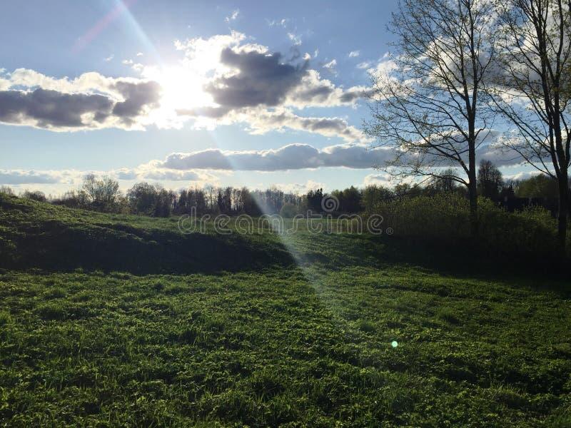 Sun en nuages images libres de droits