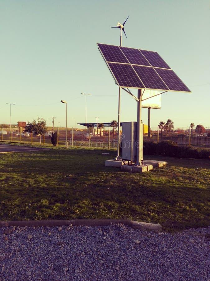 Sun-Energie in der Hand stockfotografie