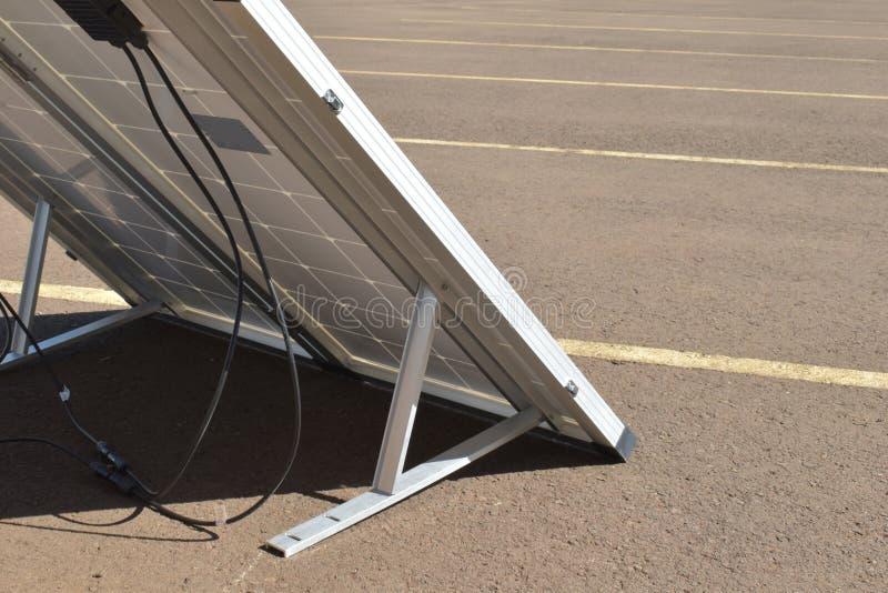 Sun-Energie in der Hand Quelle der alternativen Energie, Konzept von stützbaren Betriebsmitteln, erzeugen Ökostrom Sun-Stromsyste lizenzfreies stockbild