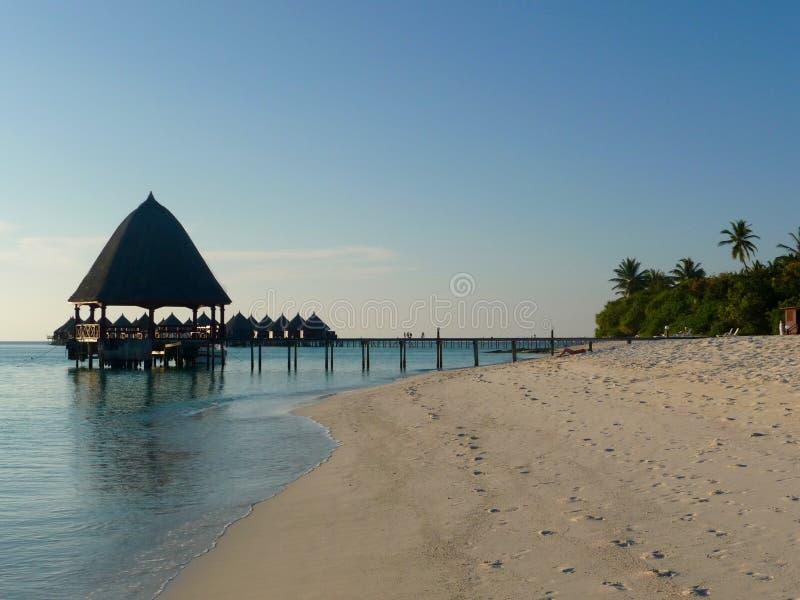 Sun estableció en una isla maldiva fotografía de archivo
