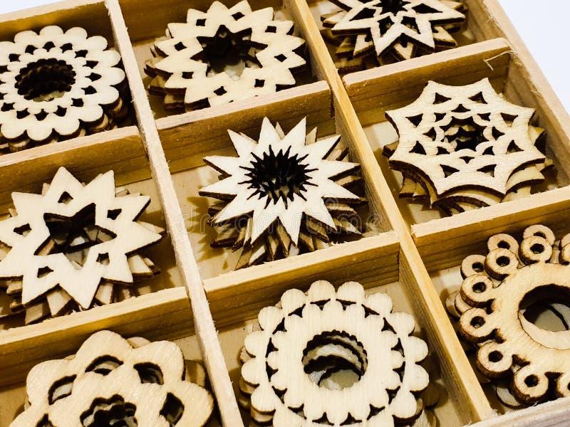 Sun et morceaux en bois en forme d'étoile de métier photographie stock