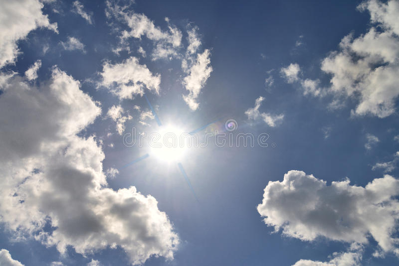 Sun et nuages photo stock