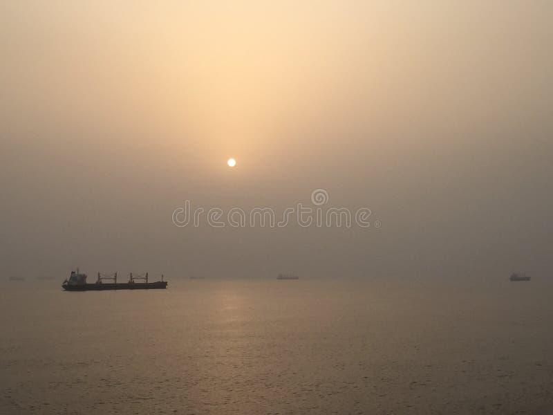 Sun fijó en el mar fotografía de archivo libre de regalías