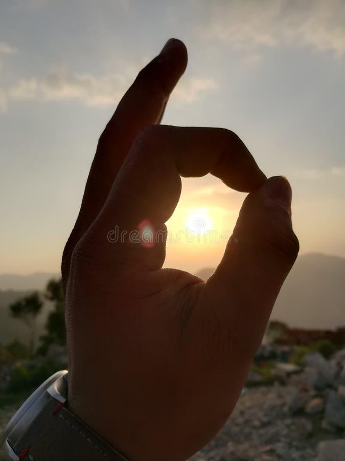 Sun fra la mano fotografia stock libera da diritti