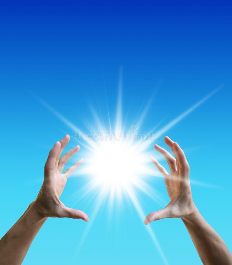 Sun fra le mani Concetto di libertà immagini stock