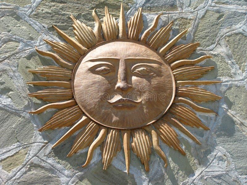 Sun-Gott gegen Stein lizenzfreies stockbild