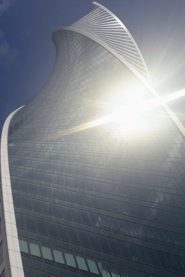 Sun-greller Glanz, Entwicklungs-Turm in Moskau-Stadt stockfotografie