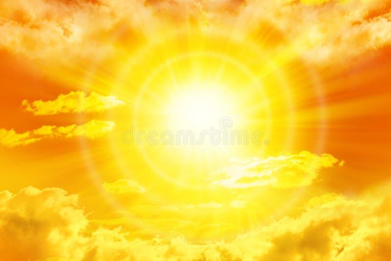 Sun-Himmel-Wolken lizenzfreies stockbild