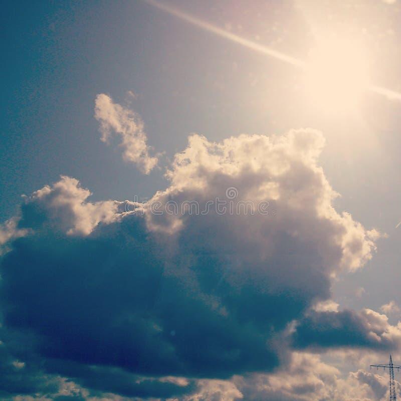 Sun hinter der Wolke stockfoto