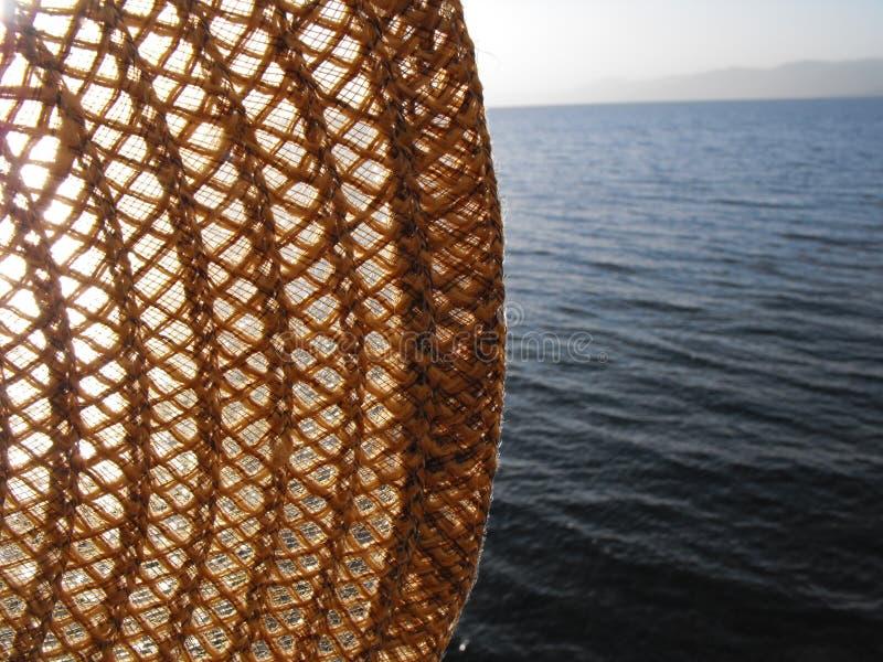 Sun-Hut vor dem hintergrund des Meeres lizenzfreie stockbilder