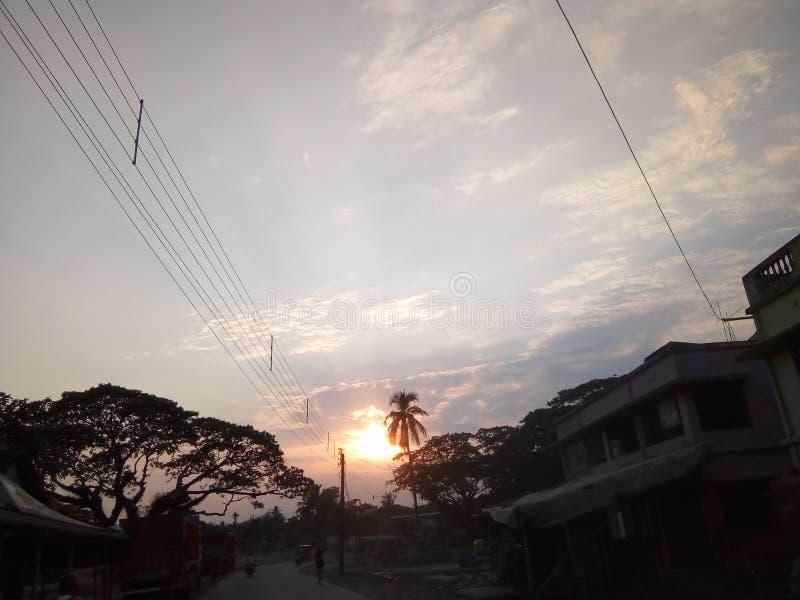 The Sun iść mówić dla dnia Dakshin Barasat ZACHODNI BENGALIA INDIA do widzenia obraz stock