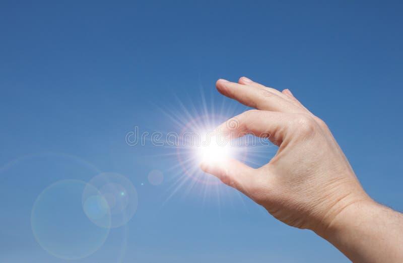 Sun in Ihren Händen lizenzfreies stockbild