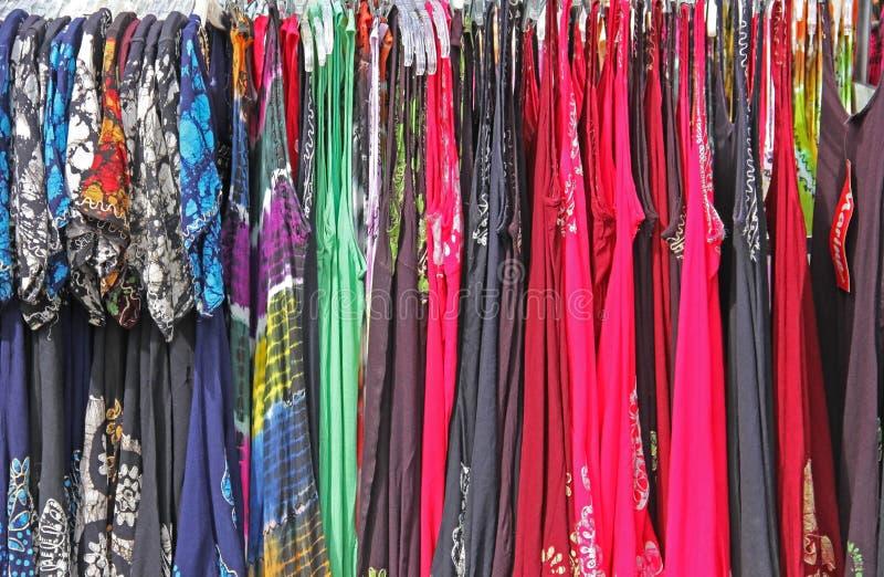 Sun-Kleider die Kleidung der hellen bunten Druck-Frauen stockbilder