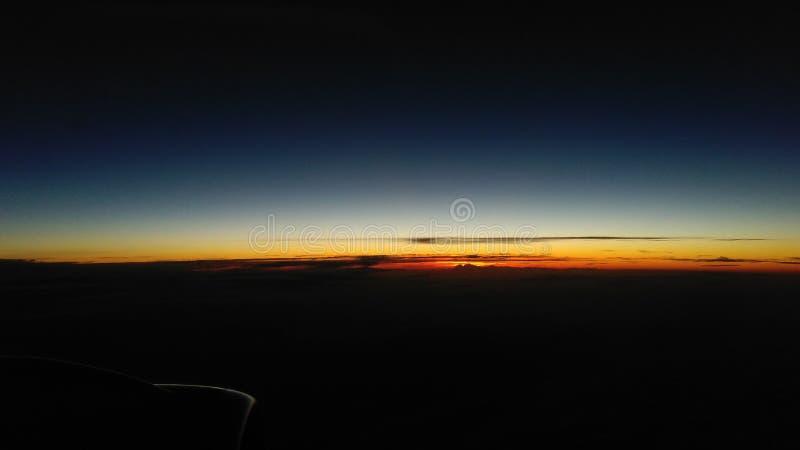 Sun a laissé les nuages image stock