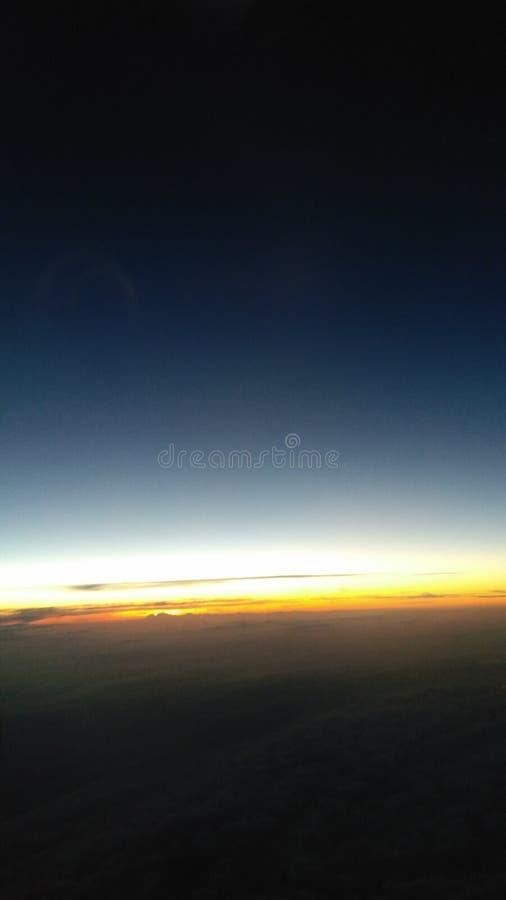 Sun a laissé les nuages verticalement photos stock