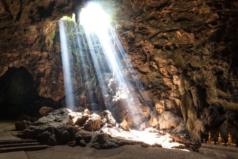 Sun-Leuchte in der Höhle stockfotos
