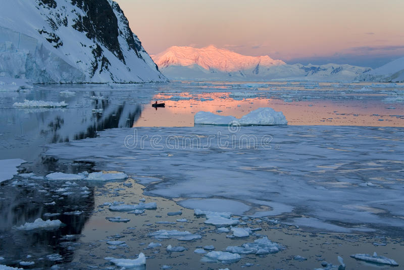 Sun Midnight - l'Antartide fotografia stock libera da diritti