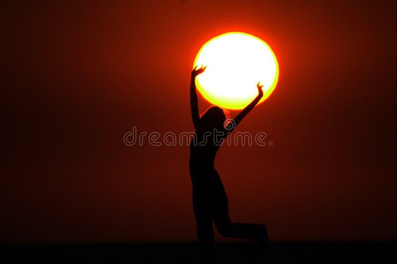 Sun nas mãos fotografia de stock