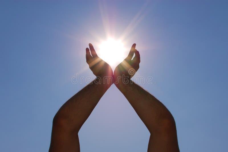 Sun nas mãos imagem de stock