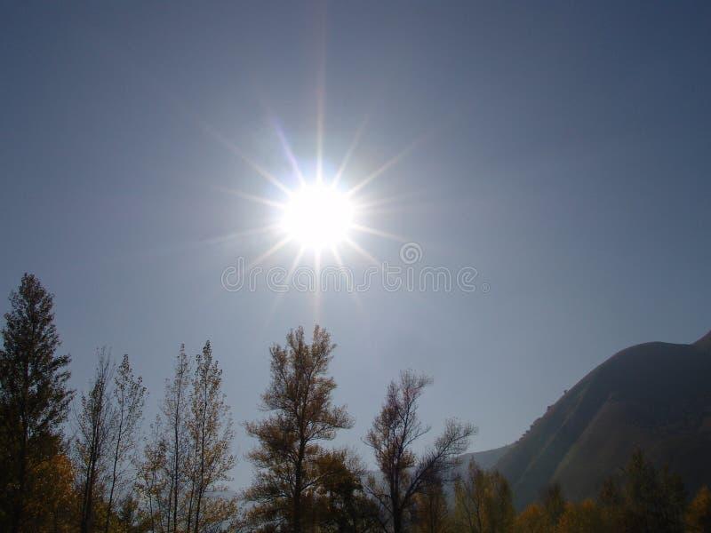 Sun nas montanhas fotos de stock royalty free
