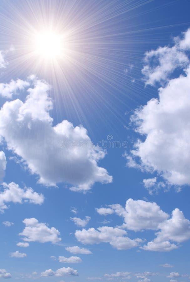 Sun nel cielo blu immagine stock libera da diritti