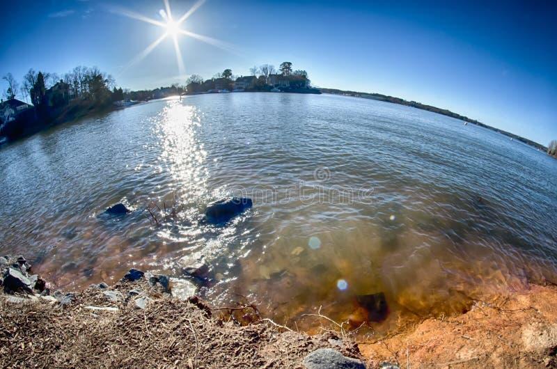 Sun que brilha sobre o wylie do lago imagem de stock royalty free