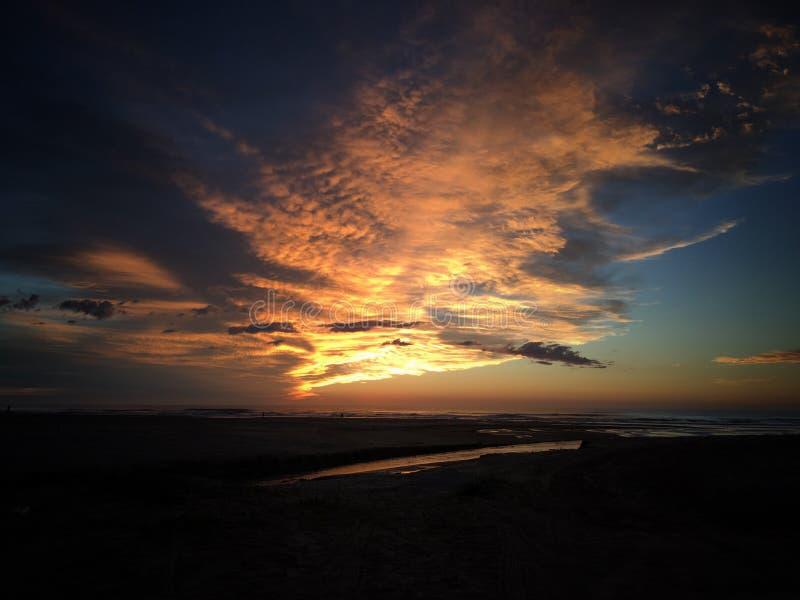 Sun que sube en la playa imágenes de archivo libres de regalías