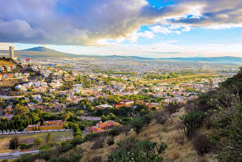 Sun que vai para baixo sobre a cidade de Queretaro México imagens de stock royalty free