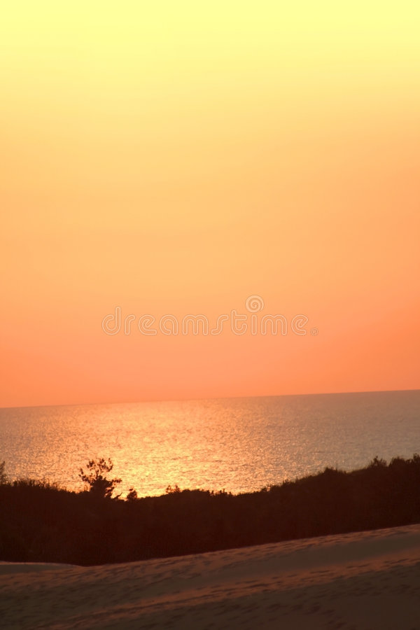Free Sun Rays Over Lake Royalty Free Stock Photos - 3812438