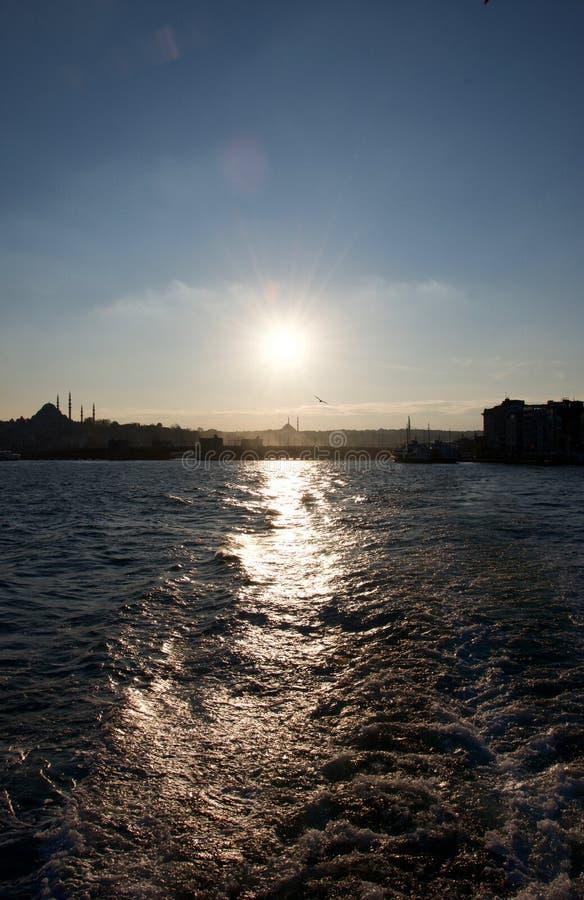 Sun-Reflexionen auf dem Wasser lizenzfreies stockfoto