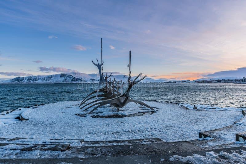 Sun-Reisende-Isländer: Solfar, Marksteinskulptur von Reykjavik, Island lizenzfreie stockbilder