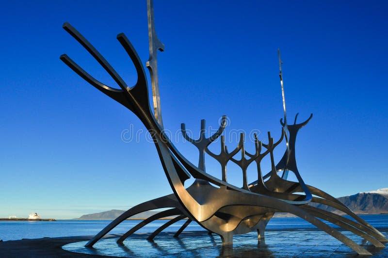Sun-Reisendeskulptur in Reykjavik Island lizenzfreies stockbild