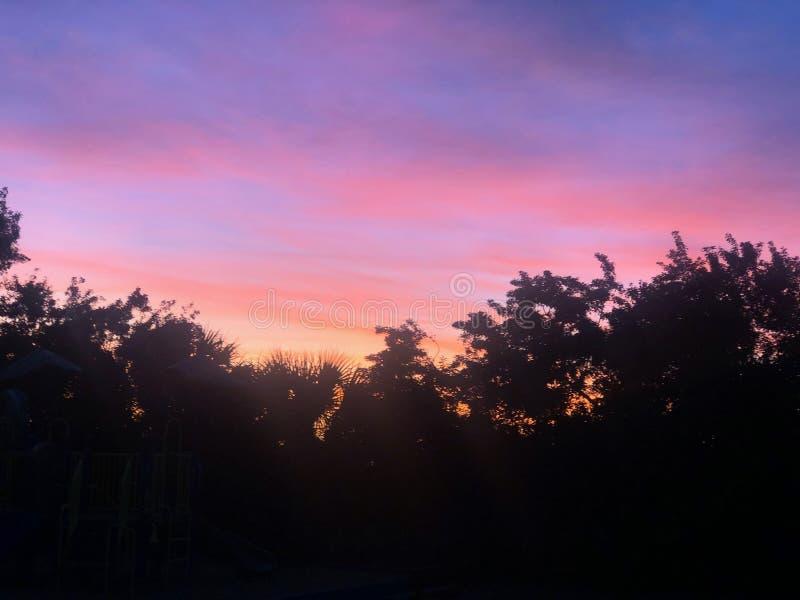 Sun sätter på en vacker tidig morgon arkivfoton