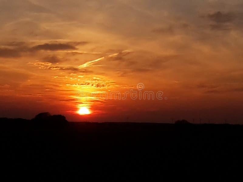 Sun se couche au printemps photos libres de droits