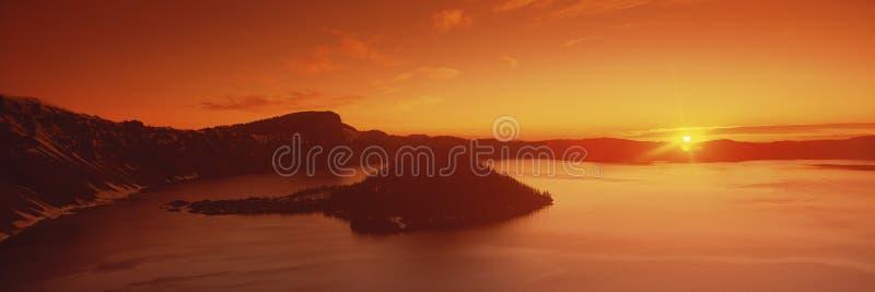 Sun se levant au-dessus du stationnement national de lac crater photographie stock