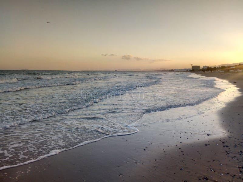 Sun se levant, vue d'océan arabe, Muscat, Oman photo stock