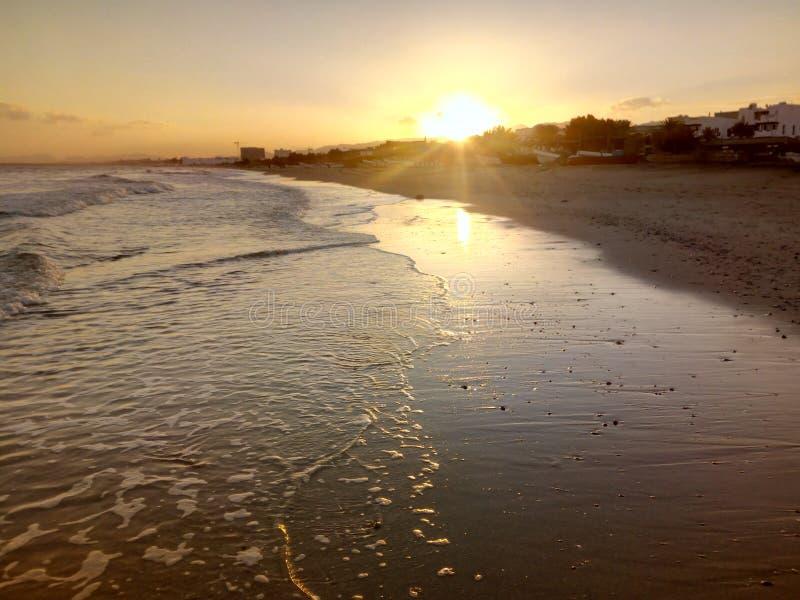 Sun se levant, vue d'océan arabe, Muscat, Oman image stock