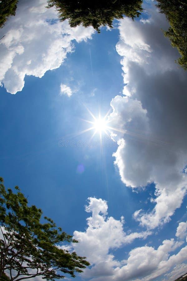 Sun sobre a cidade imagem de stock royalty free