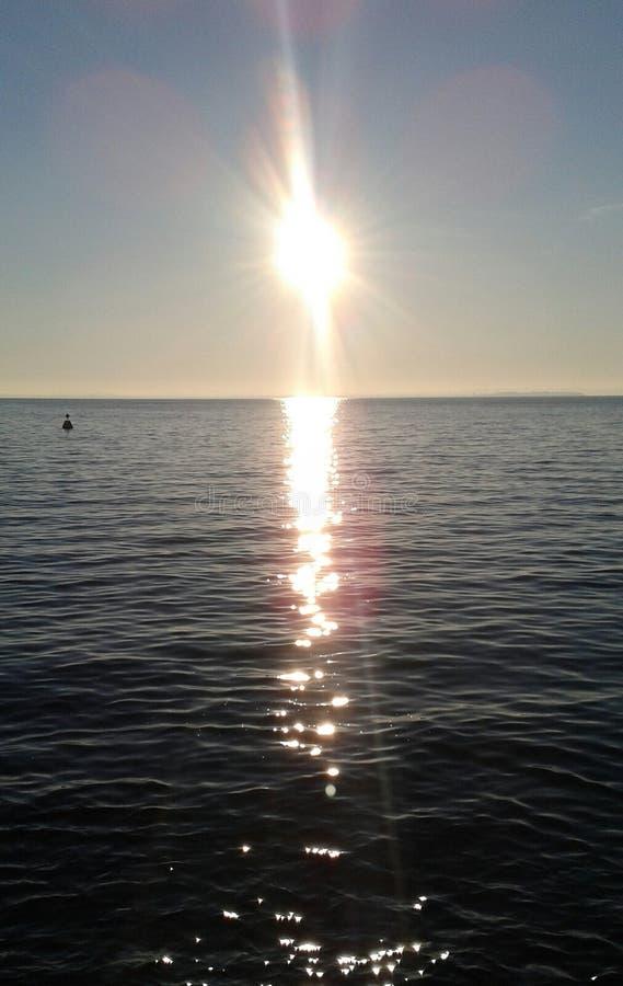 Sun sobre el lago imagenes de archivo