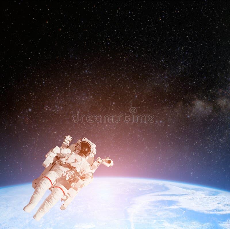 Sun sobre o planeta da terra ilustração do vetor