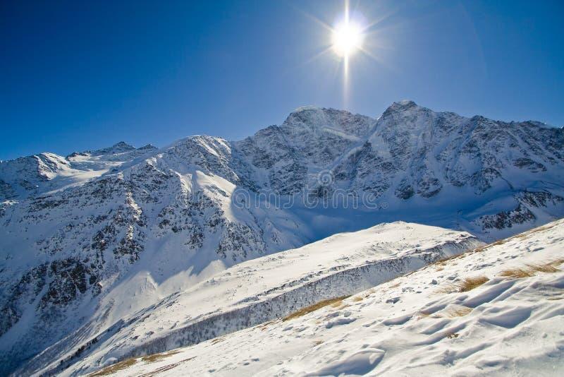 Sun sotto il ghiacciaio   fotografie stock libere da diritti