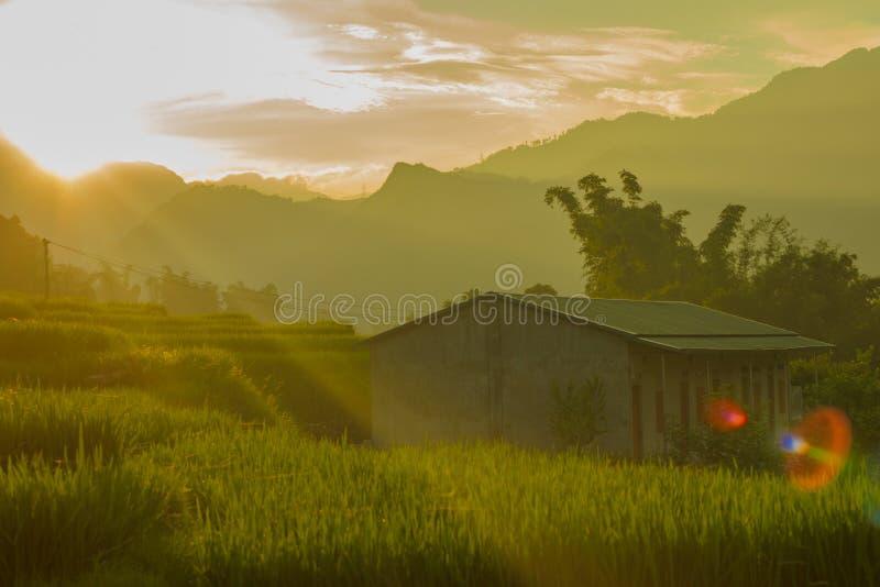 Download Sun stellte in Ta Van ein stockfoto. Bild von dorf, seide - 96926496